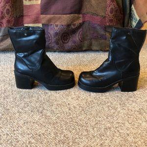 Vintage Skechers black Mega platform  90's boots
